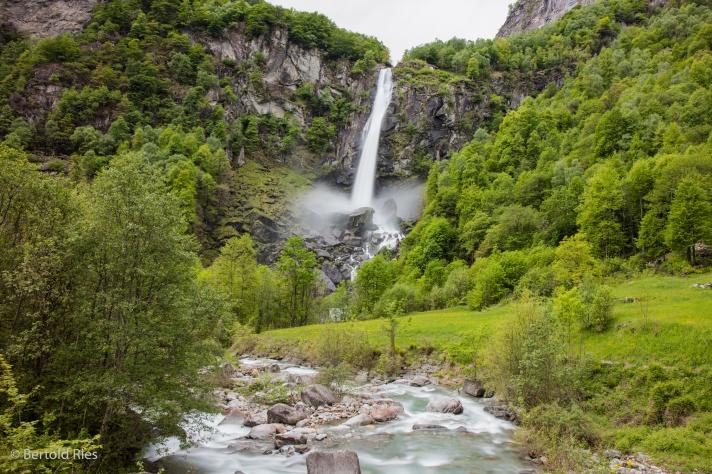 Wasserfall bei Foroglio, Tessin, Schweiz